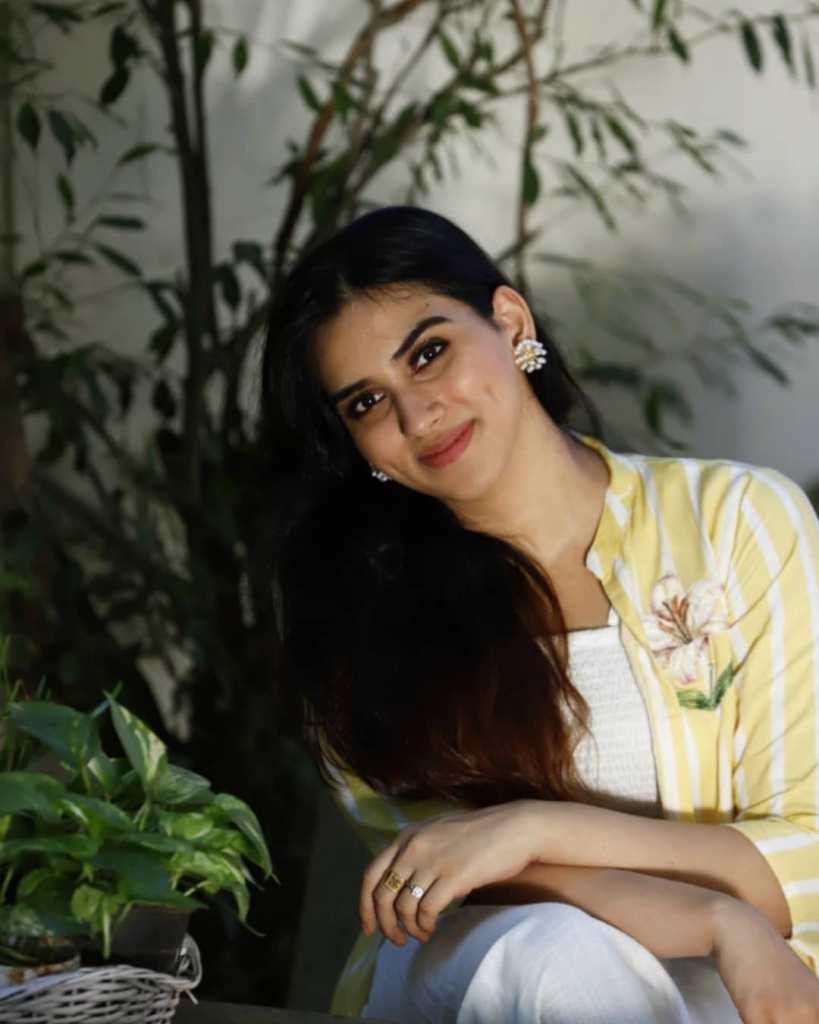 42+ Beautiful Photos of Malavika Jayaram 33