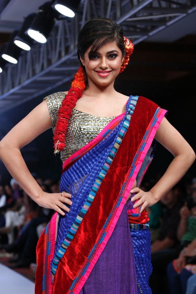 33+ Pretty Photos of Meera Chopra 108