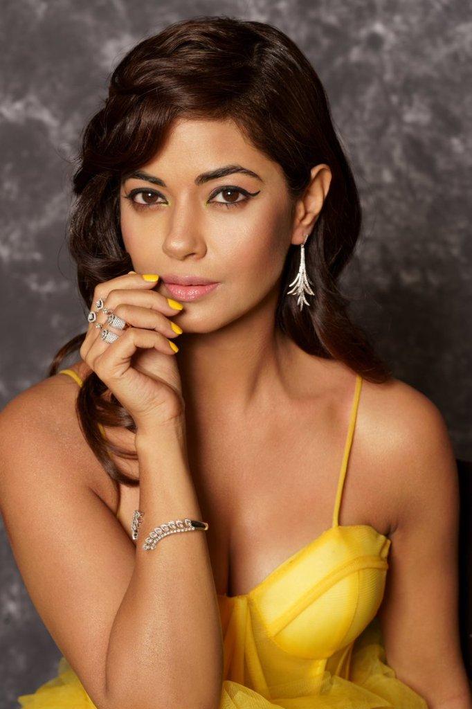 33+ Pretty Photos of Meera Chopra 97