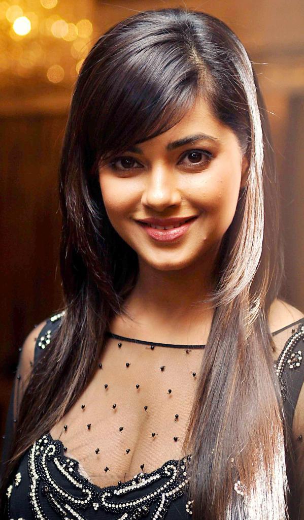 33+ Pretty Photos of Meera Chopra 100