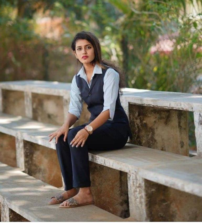 108+ Cute Photos of Priya Prakash Varrier 11