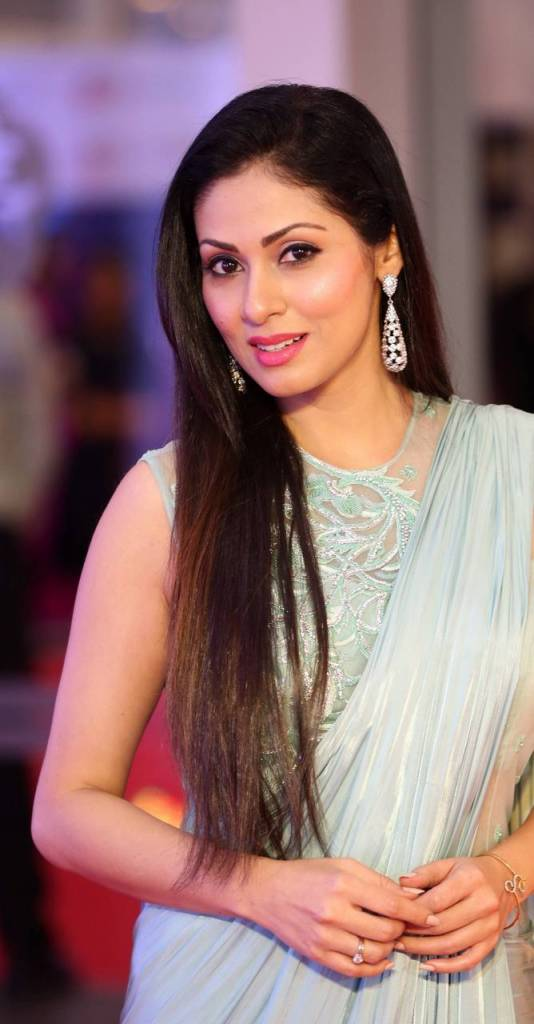 44+ Lovely Photos of Sadha 28