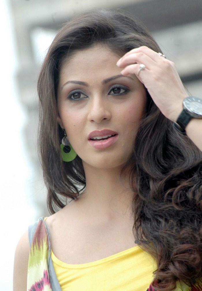 44+ Lovely Photos of Sadha 35