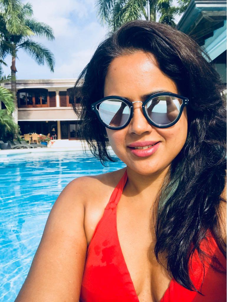 28+ Lovely Photos of Sameera Reddy 10