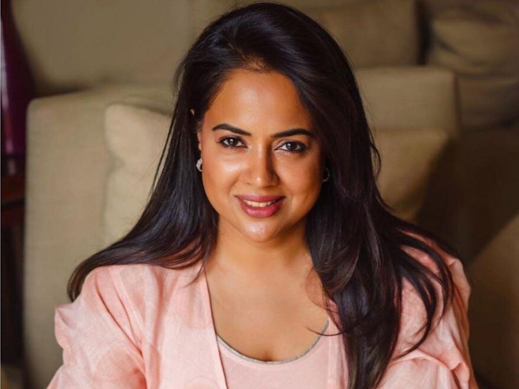 28+ Lovely Photos of Sameera Reddy 19