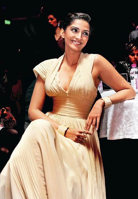 30+ Glamorous Photos of Sonam Kapoor 29