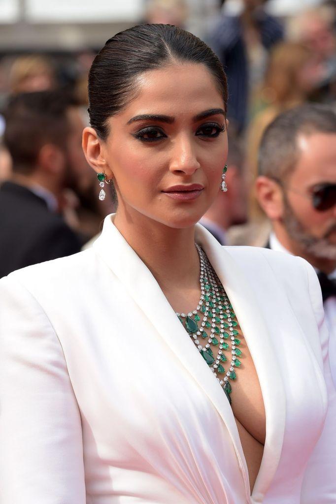 30+ Glamorous Photos of Sonam Kapoor 12