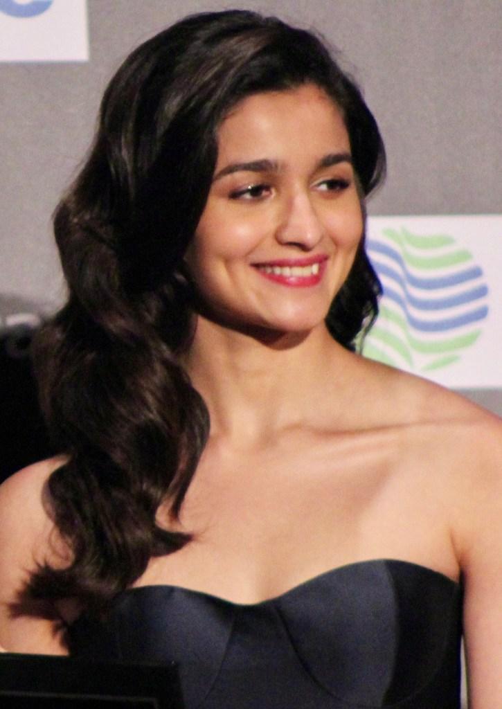 39+ Glamorous Photos of Alia Bhatt 23