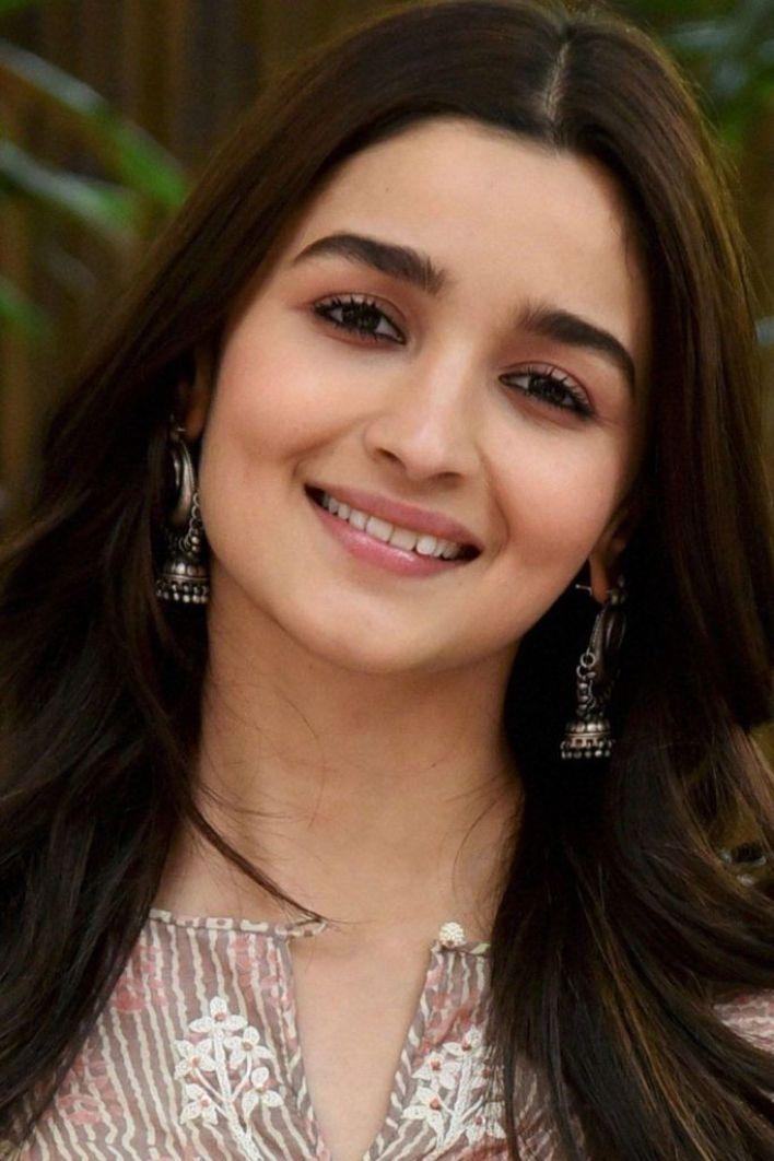 39+ Glamorous Photos of Alia Bhatt 29