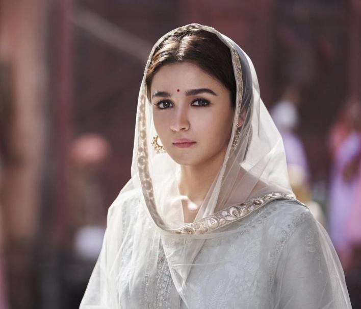 39+ Glamorous Photos of Alia Bhatt 33