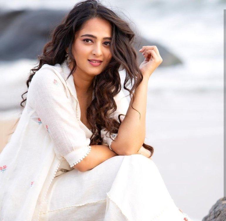 Anushka Shetty Wiki, Biography, Movies, and 126+ Stunning Photos 35