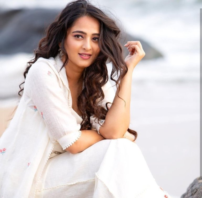 Anushka Shetty Wiki, Biography, Movies, and 126+ Stunning Photos 119