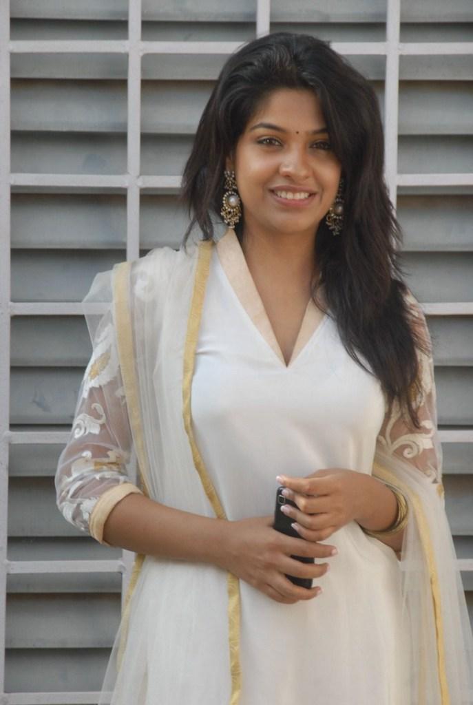 Beautiful Photos of Archana Kavi 16