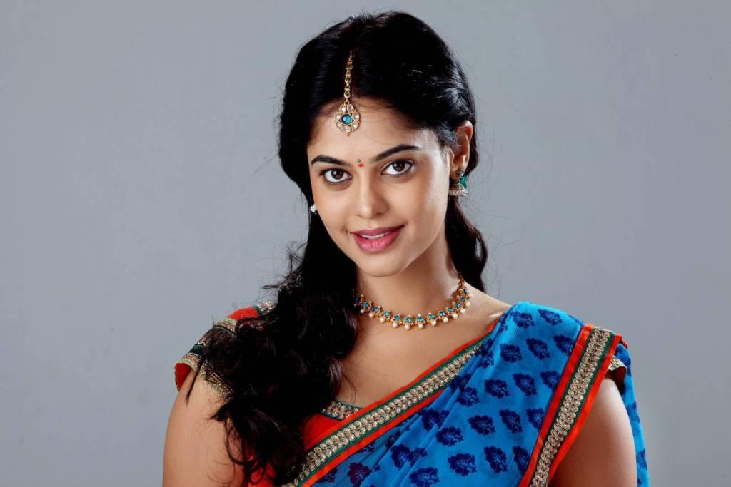 39+ Gorgeous Photos of Bindu Madhavi 9