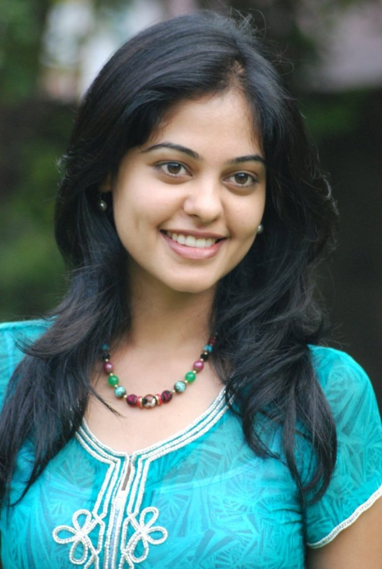39+ Gorgeous Photos of Bindu Madhavi 9