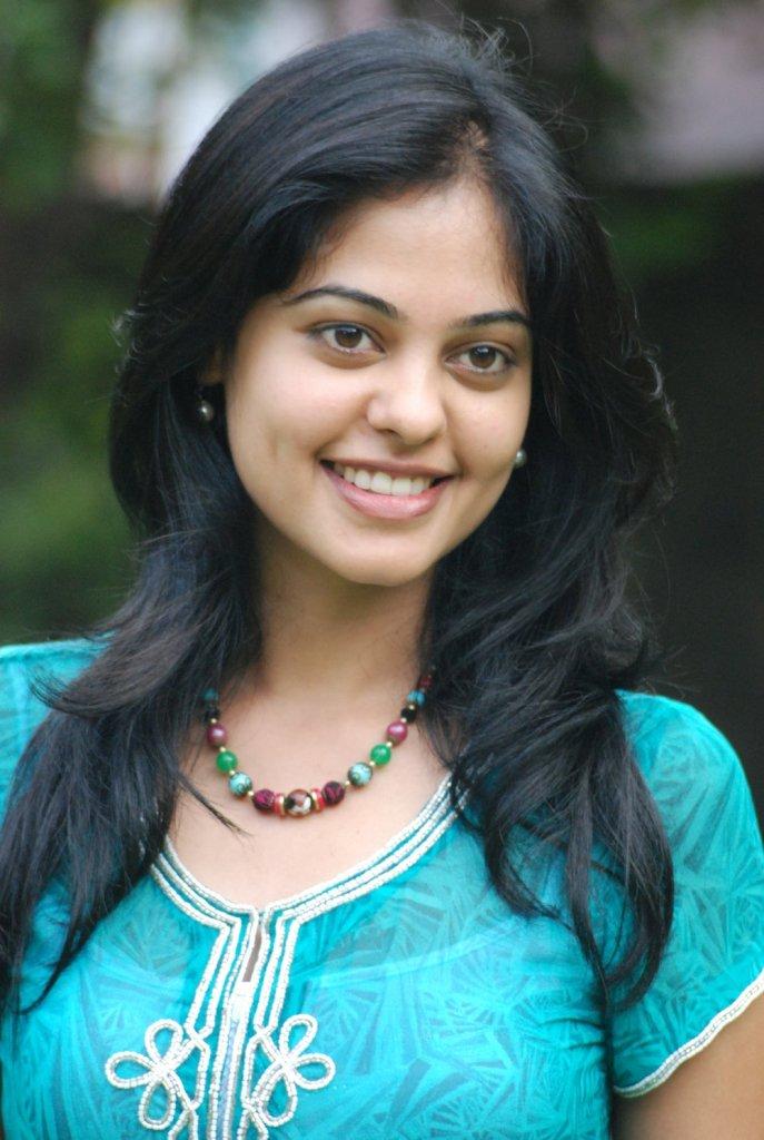39+ Gorgeous Photos of Bindu Madhavi 10
