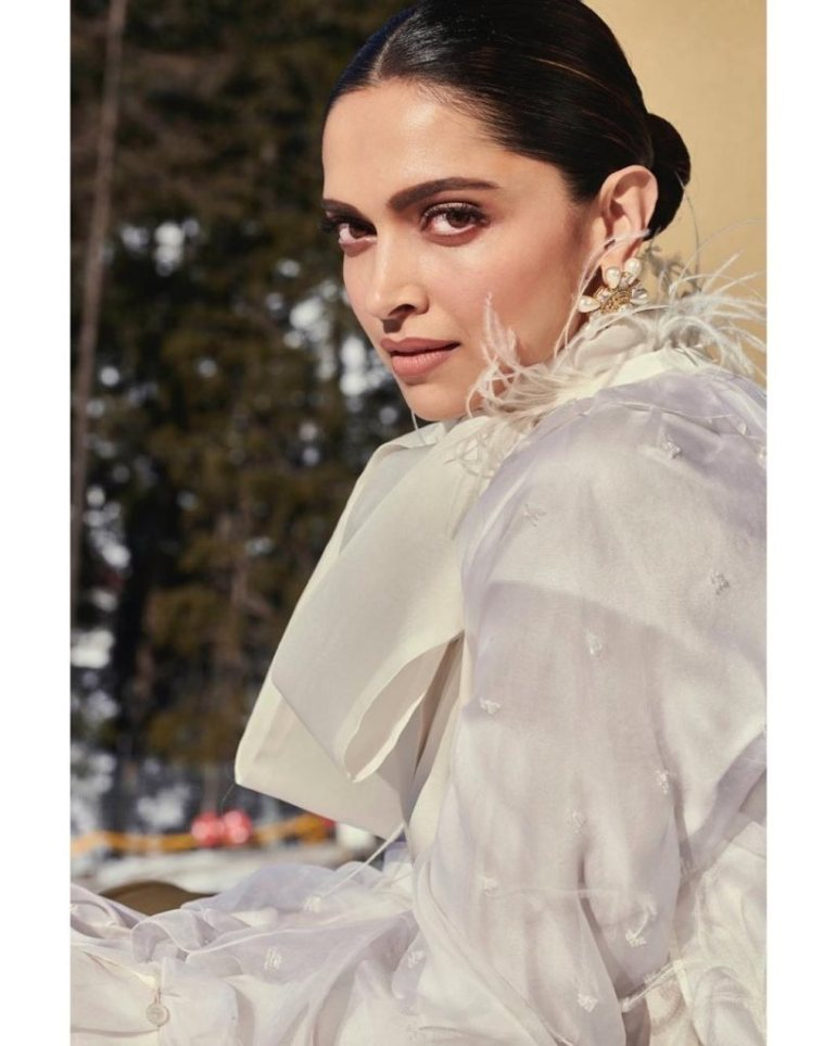 65+ Glamorous Photos of Deepika Padukone 11