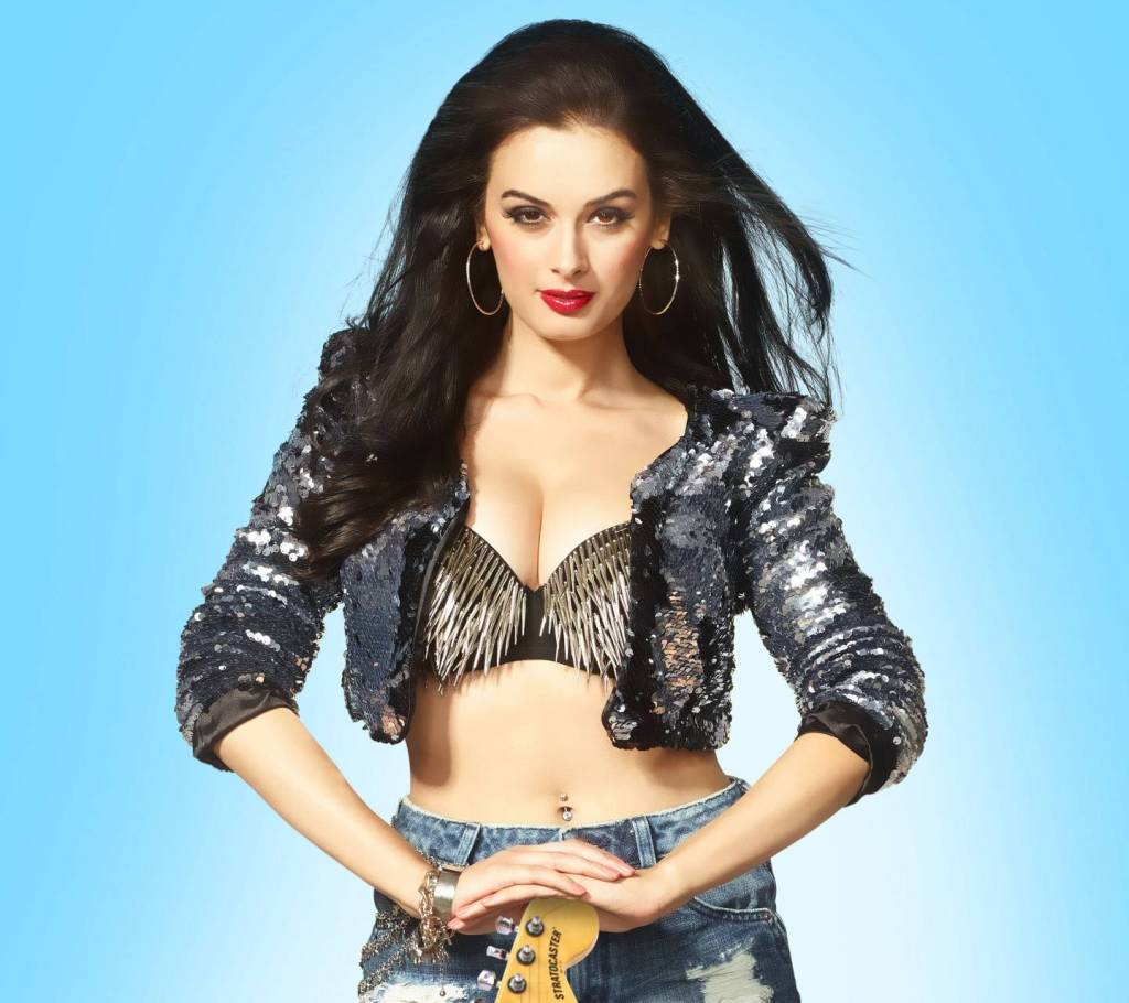 39+ Charming Photos of Evelyn Sharma 12