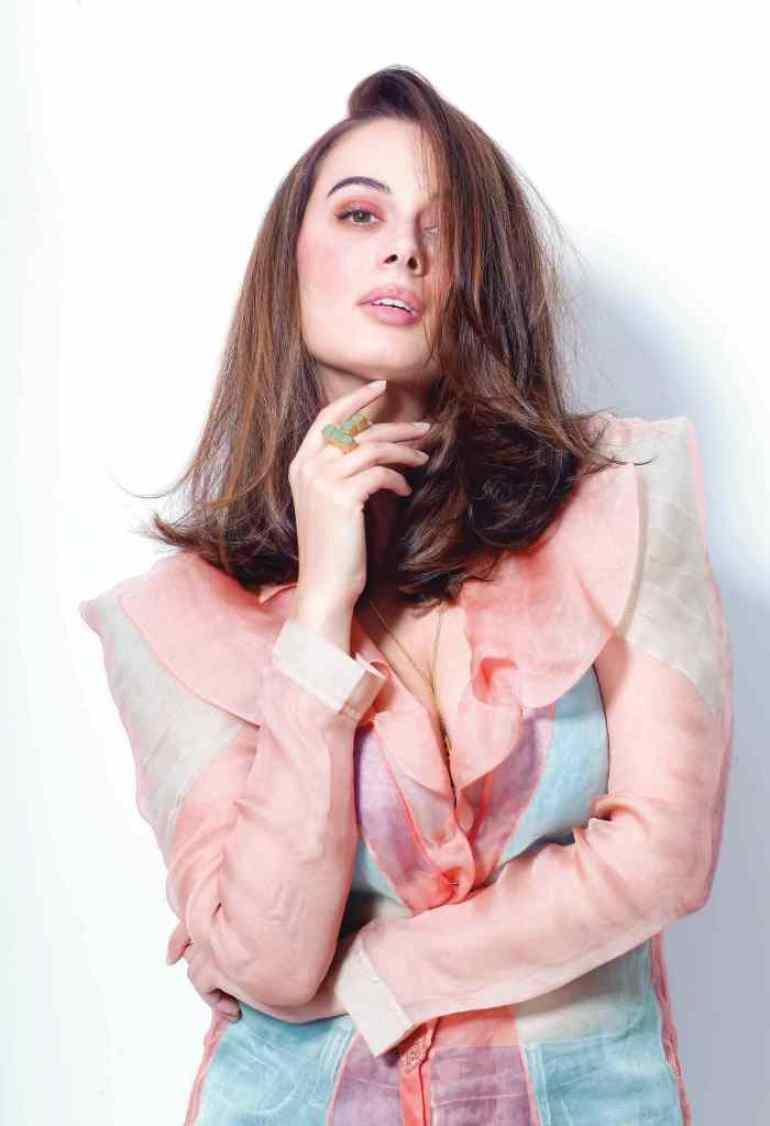 39+ Charming Photos of Evelyn Sharma 39