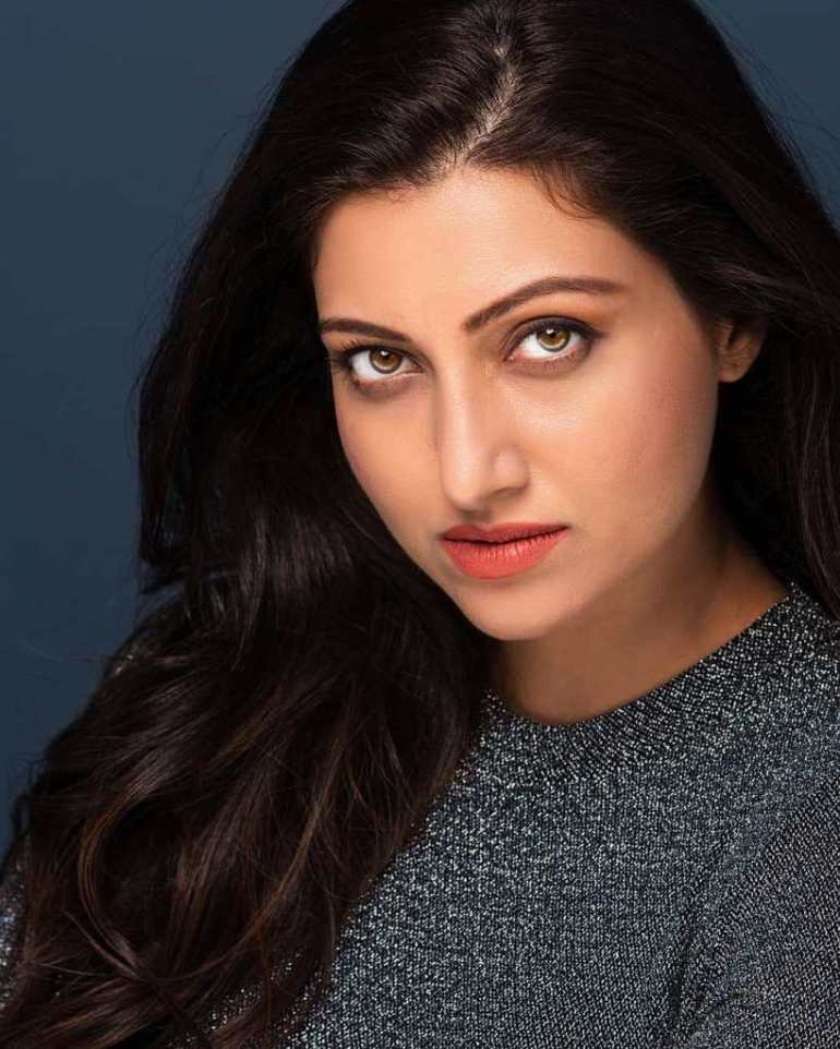24+ Stunning Photos of Hamsa Nandini 101
