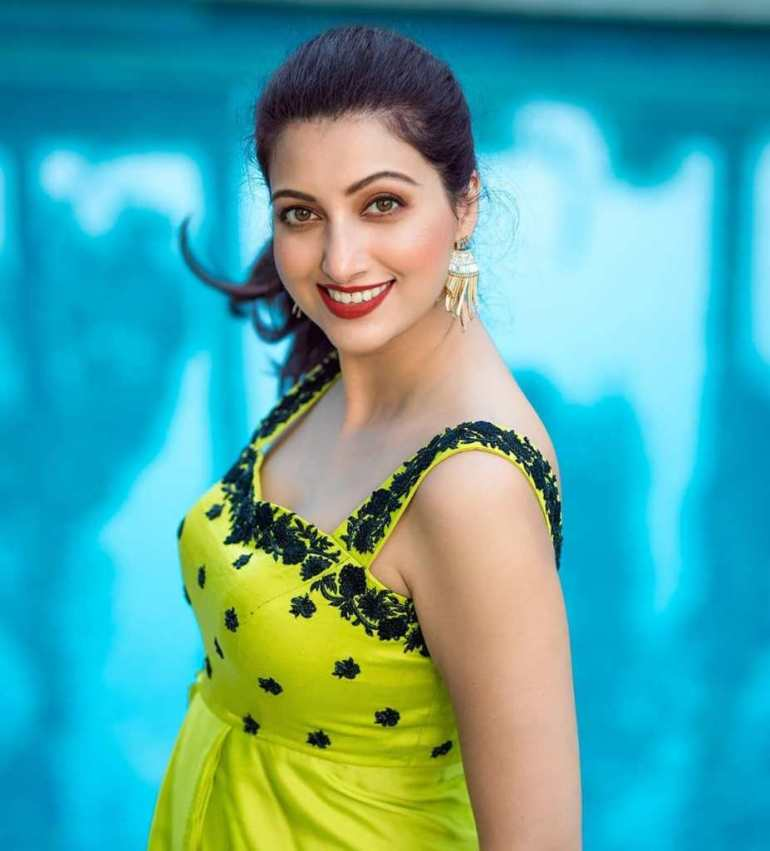 24+ Stunning Photos of Hamsa Nandini 3