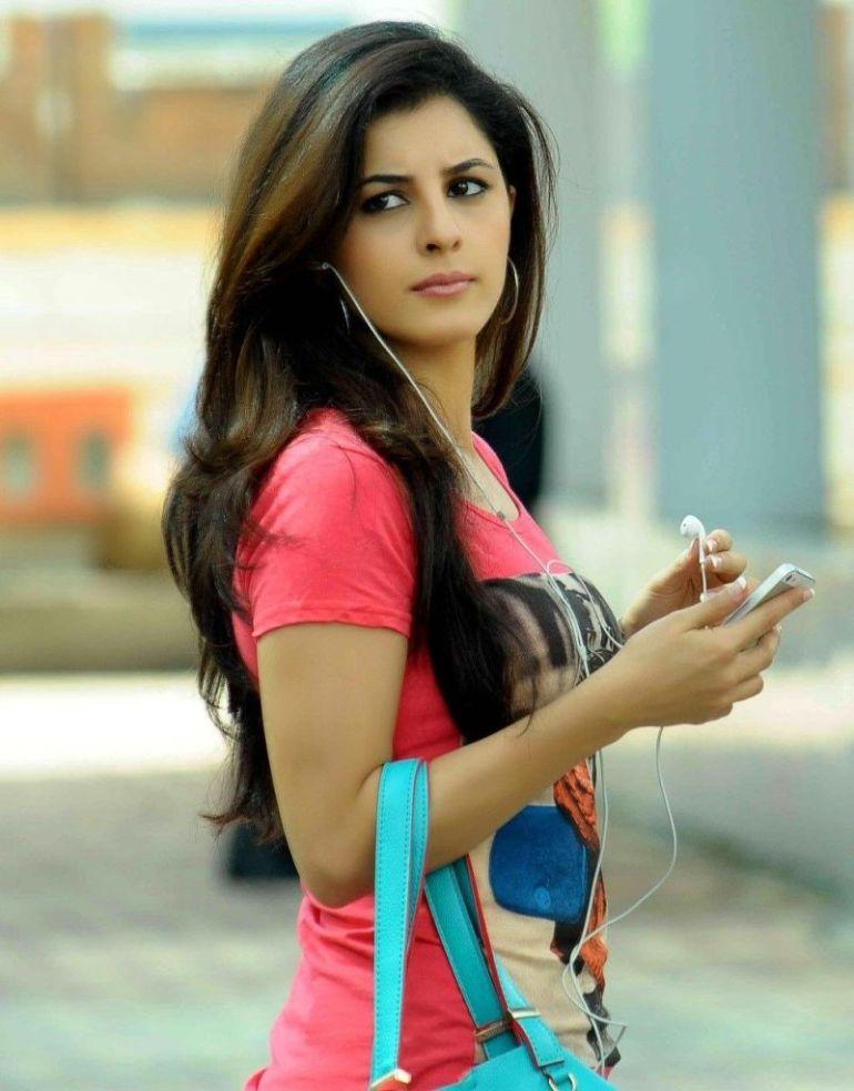 42+ Glamorous Photos of Isha Talwar 64