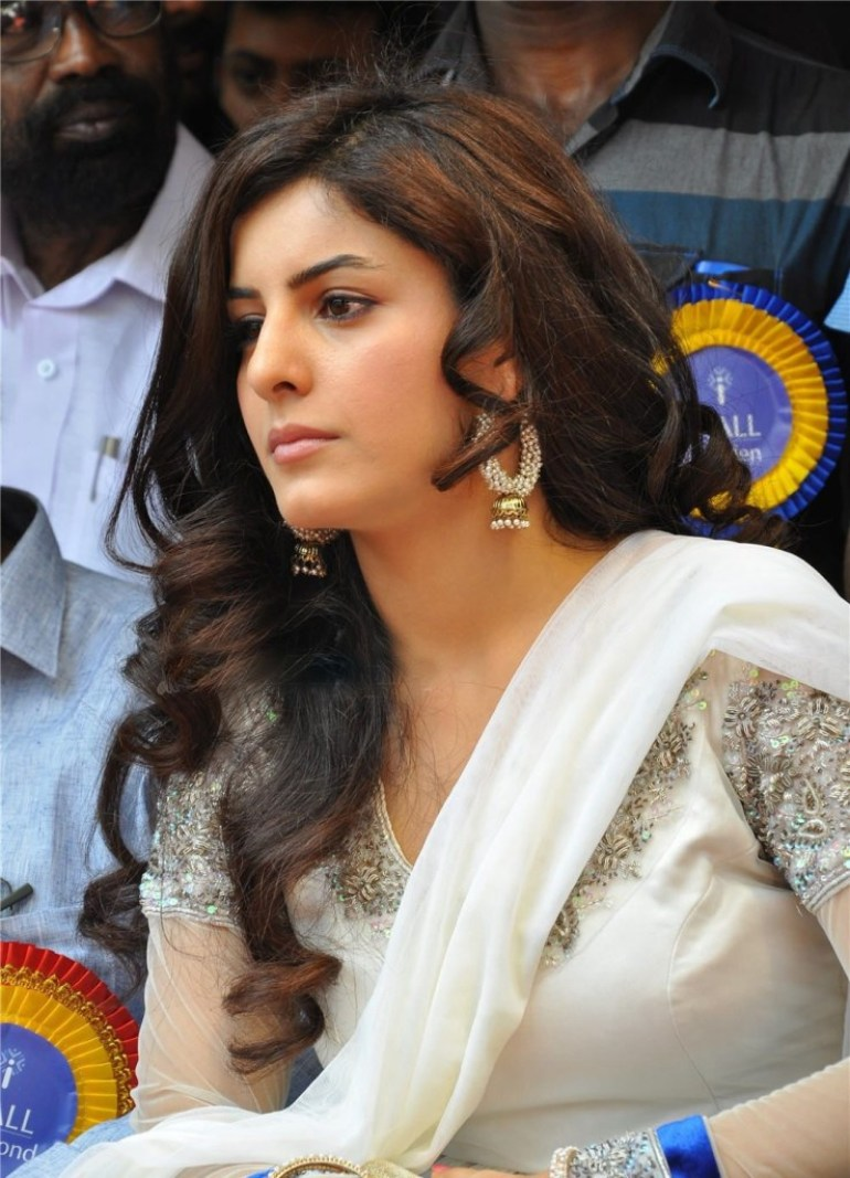 42+ Glamorous Photos of Isha Talwar 81
