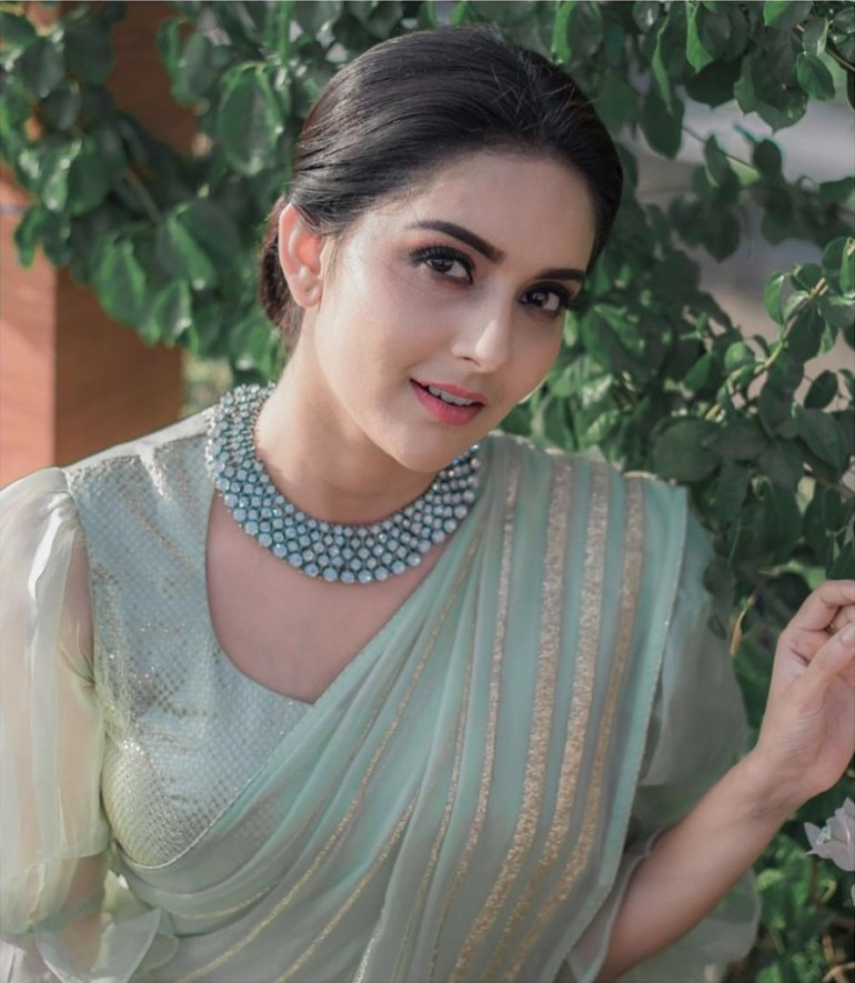 31 + Gorgeous Photos of Mahima Nambiar 19