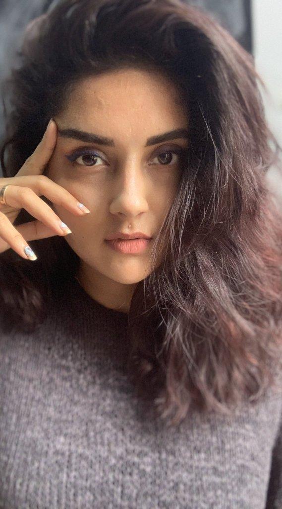 31 + Gorgeous Photos of Mahima Nambiar 112