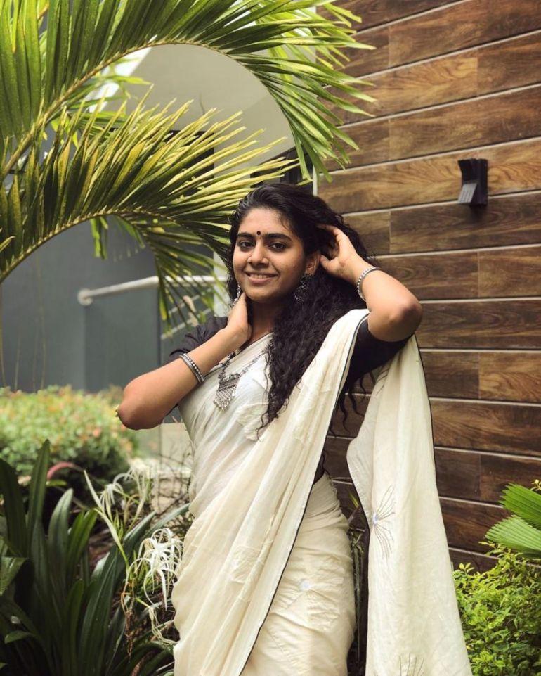 39+ Gorgeous Photos of Nimisha Sajayan 105