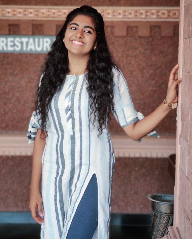 39+ Gorgeous Photos of Nimisha Sajayan 108