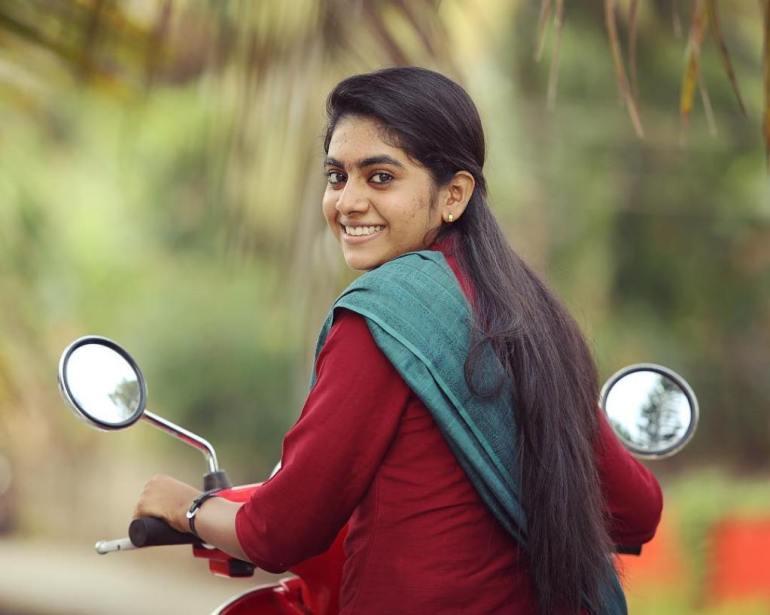 39+ Gorgeous Photos of Nimisha Sajayan 8
