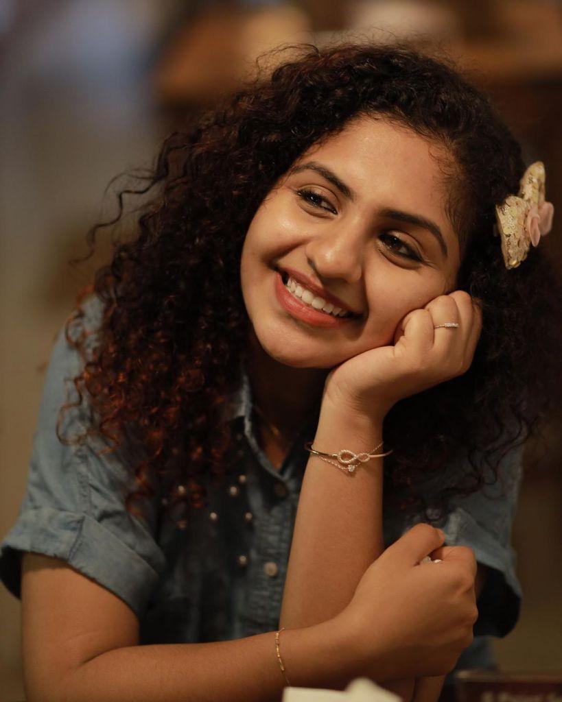 27+ Charming Photos of Noorin Shereef 15