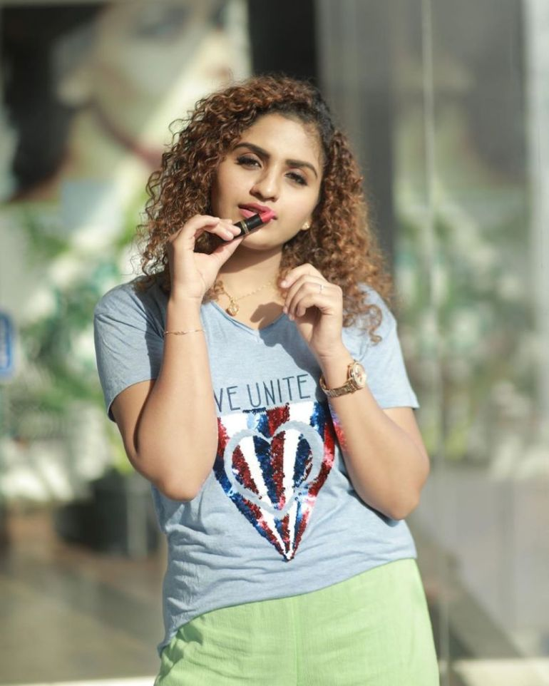 27+ Charming Photos of Noorin Shereef 15