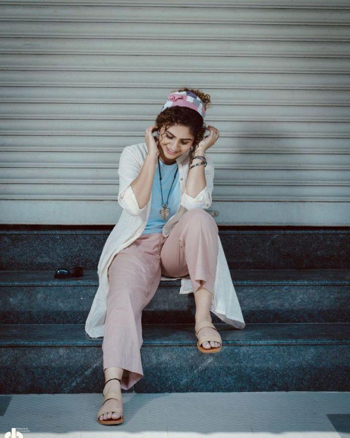 27+ Charming Photos of Noorin Shereef 6