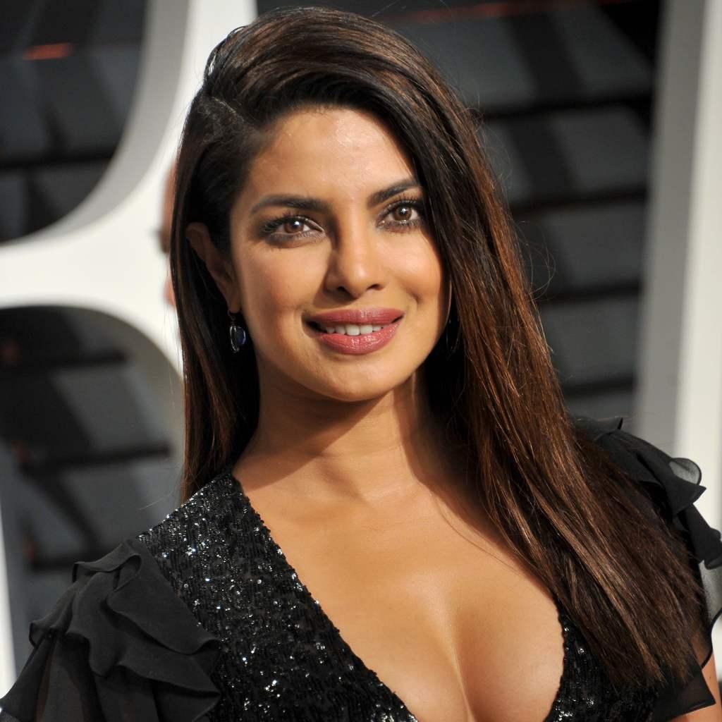 31+ Glamorous Photos of Priyanka Chopra 27