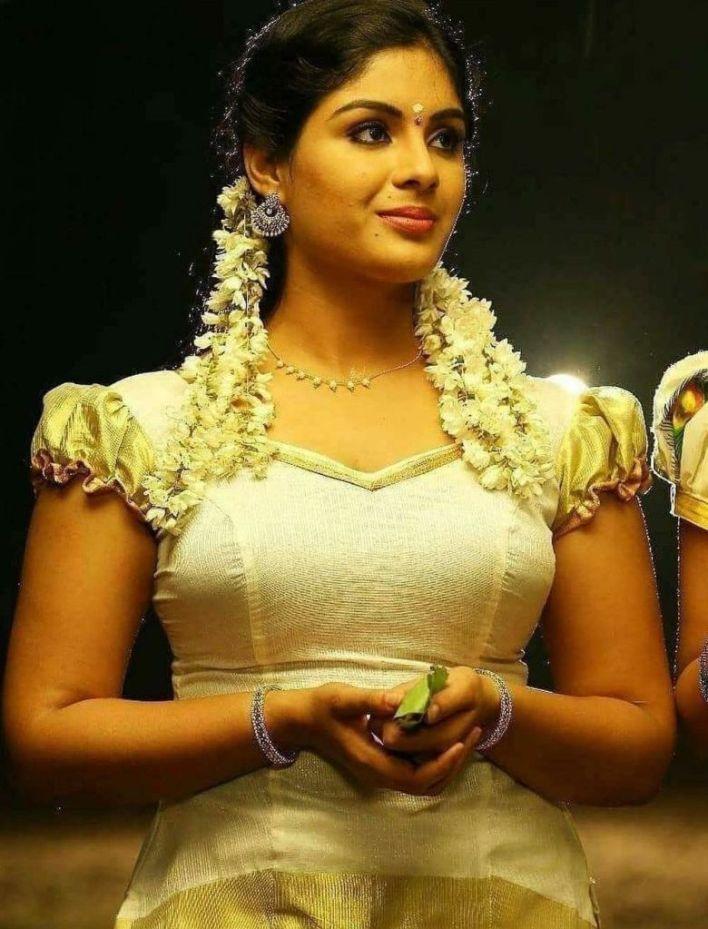 Samyuktha Menon Wiki, Age, Boyfriend, Movies, Family, Biography & Gorgeous Photos 23