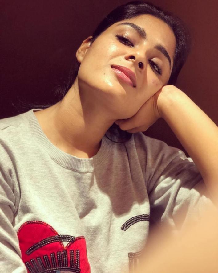 Samyuktha Menon Wiki, Age, Boyfriend, Movies, Family, Biography & Gorgeous Photos 6