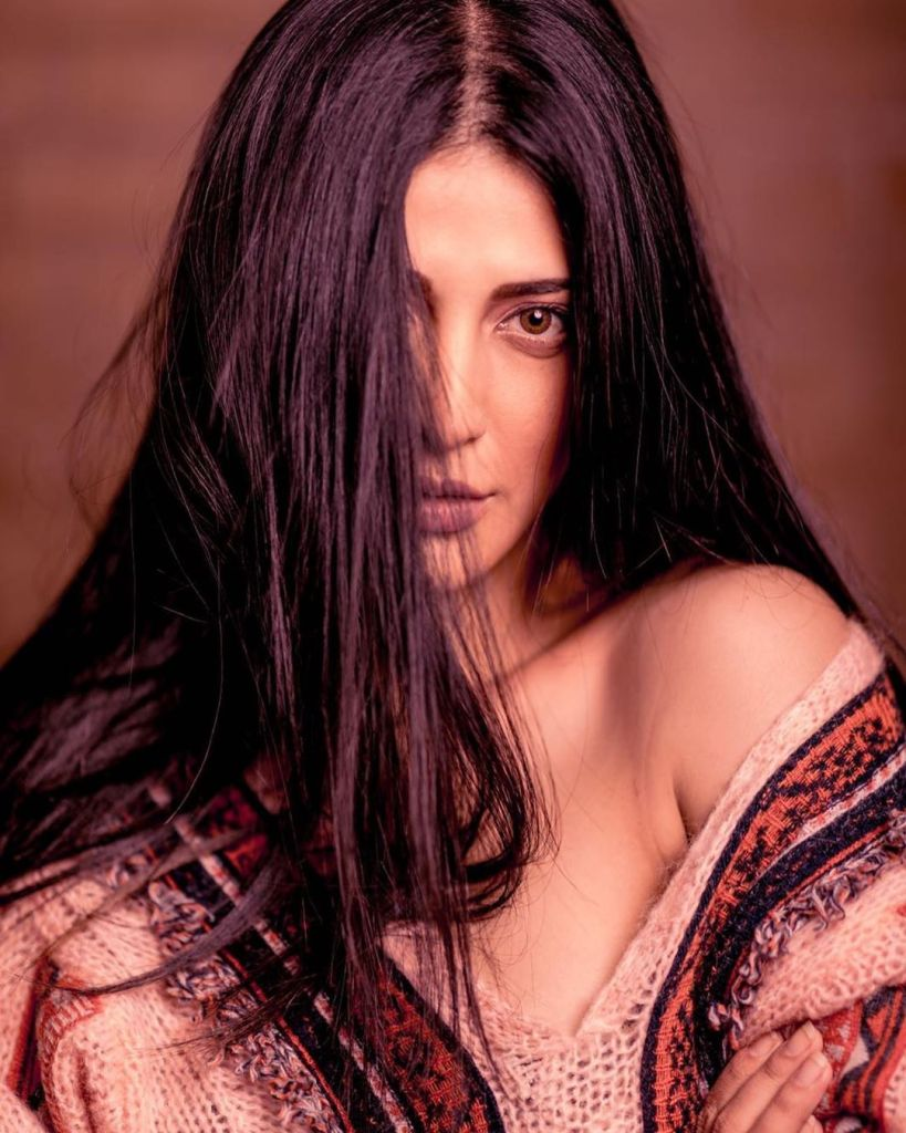 56+ Lovely Photos of Shruti Hassan 28