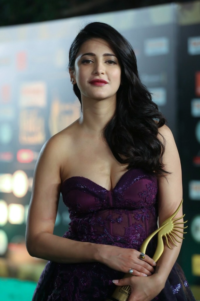 56+ Lovely Photos of Shruti Hassan 37