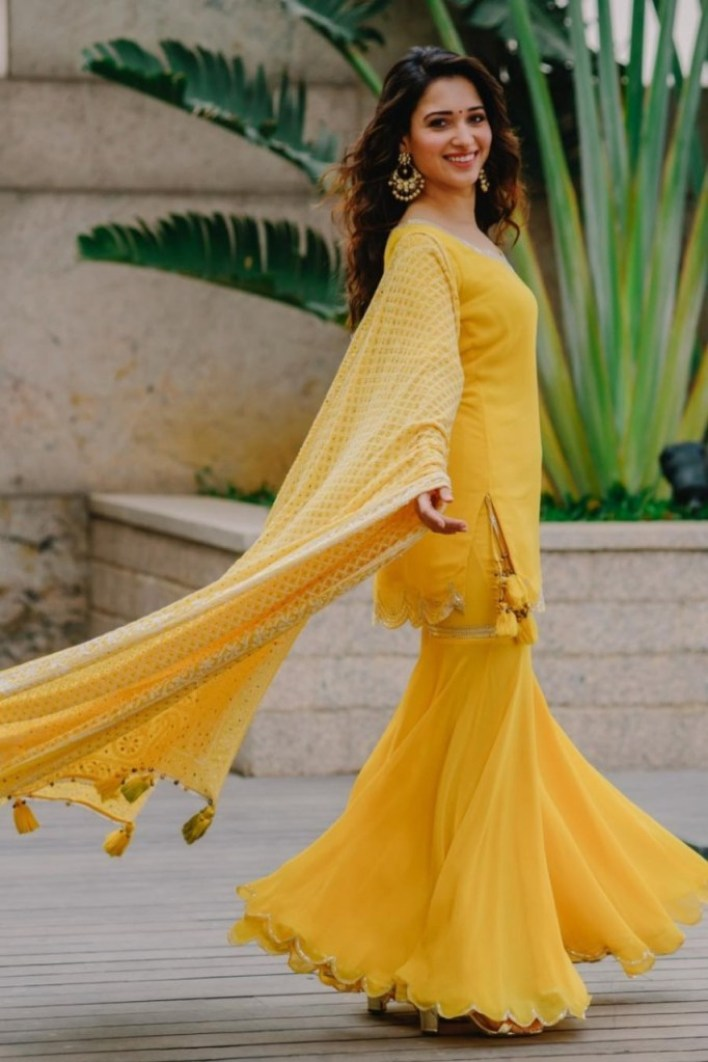 Tamanna Bhatia Wiki, Age, Biography, Movies, and Glamorous Photos 33