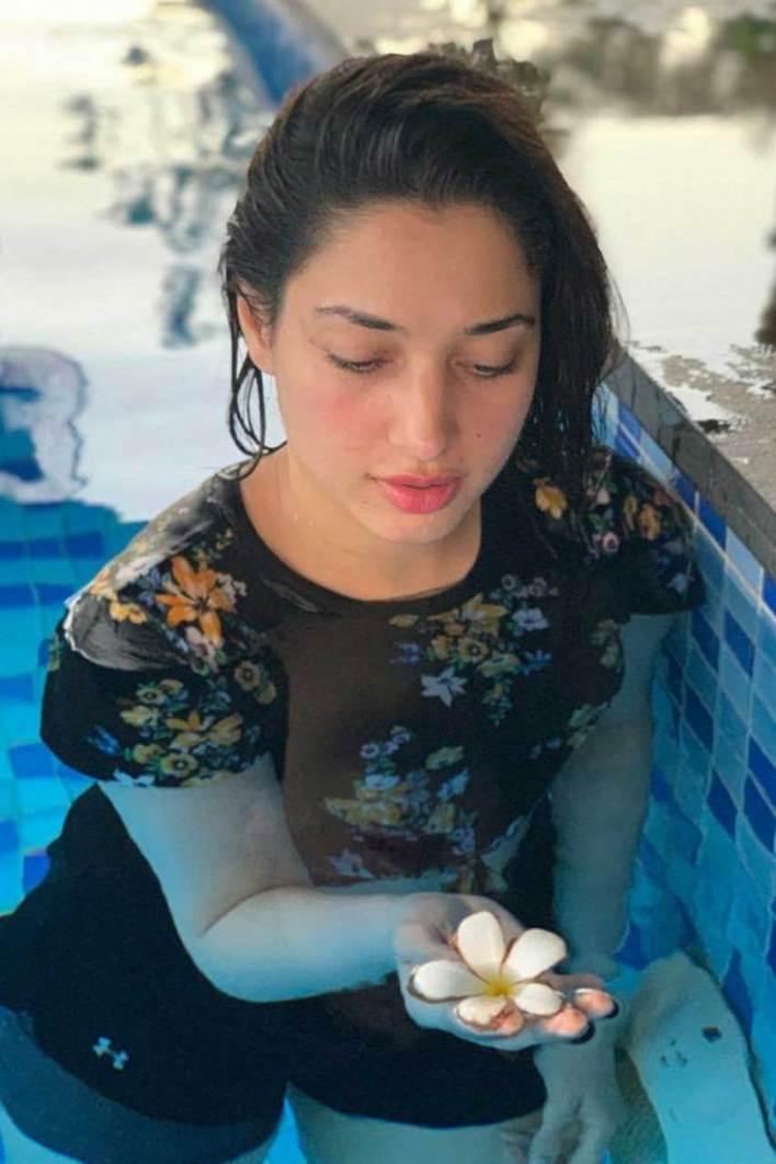 Tamanna Bhatia Wiki, Age, Biography, Movies, and Glamorous Photos 77