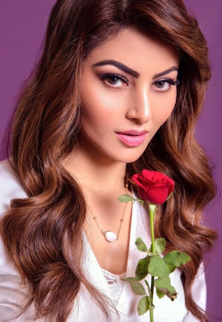 51+ Gorgeous Photos of Urvashi Rautela 5