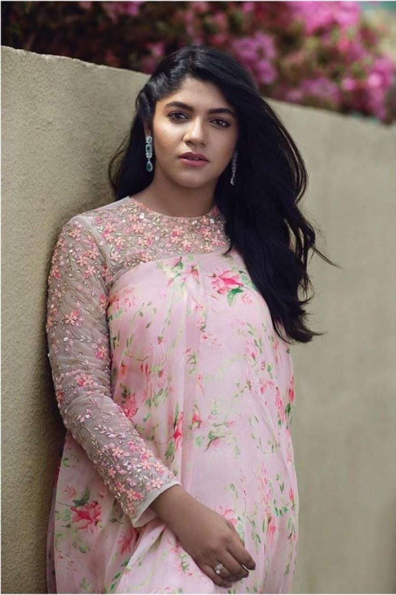 53+ Gorgeous Photos of Aparna Balamurali 17
