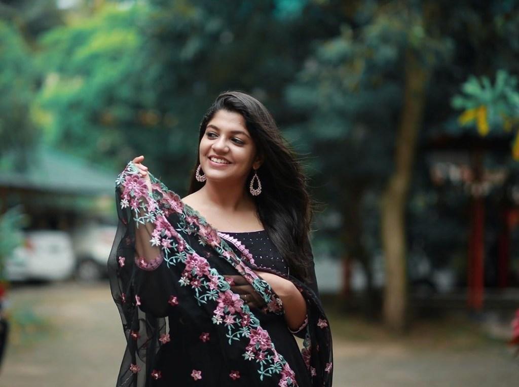 53+ Gorgeous Photos of Aparna Balamurali 24