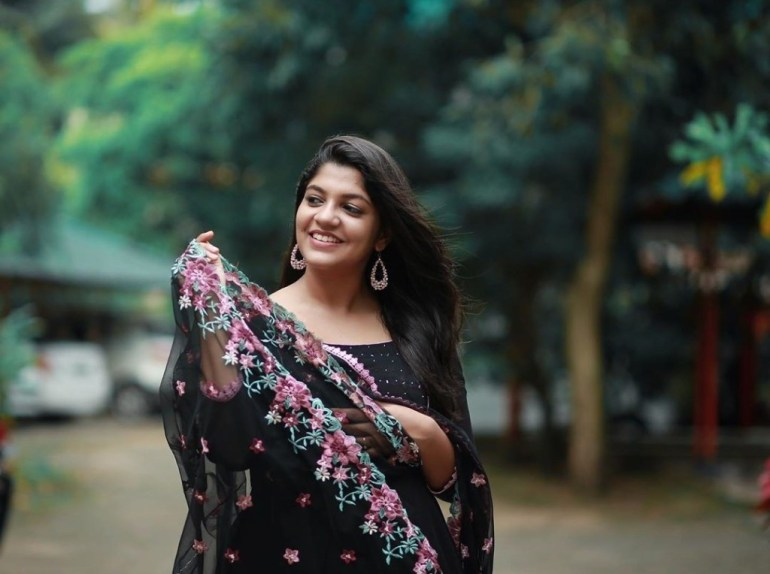 53+ Gorgeous Photos of Aparna Balamurali 107