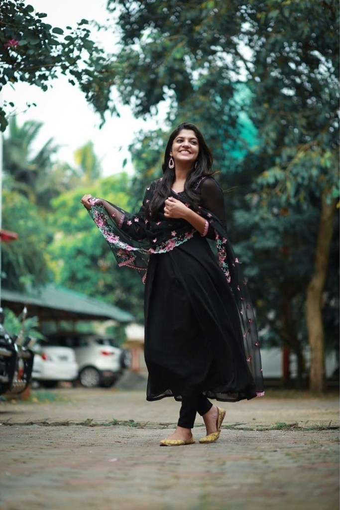 53+ Gorgeous Photos of Aparna Balamurali 25