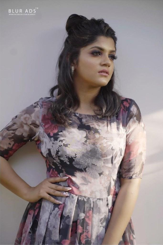 53+ Gorgeous Photos of Aparna Balamurali 7