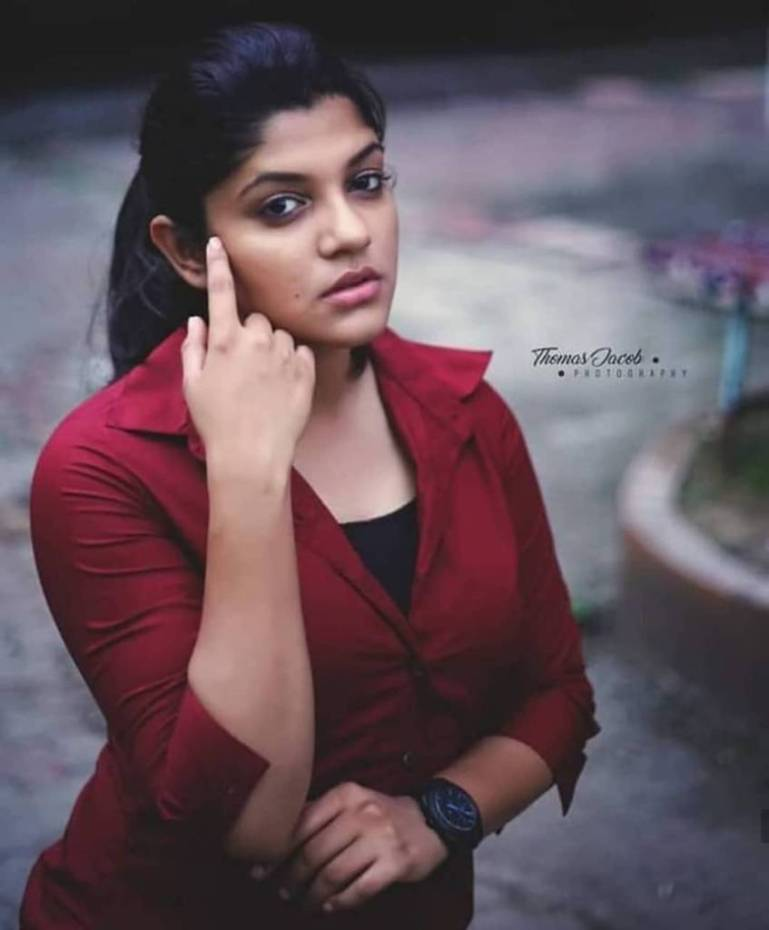 53+ Gorgeous Photos of Aparna Balamurali 139