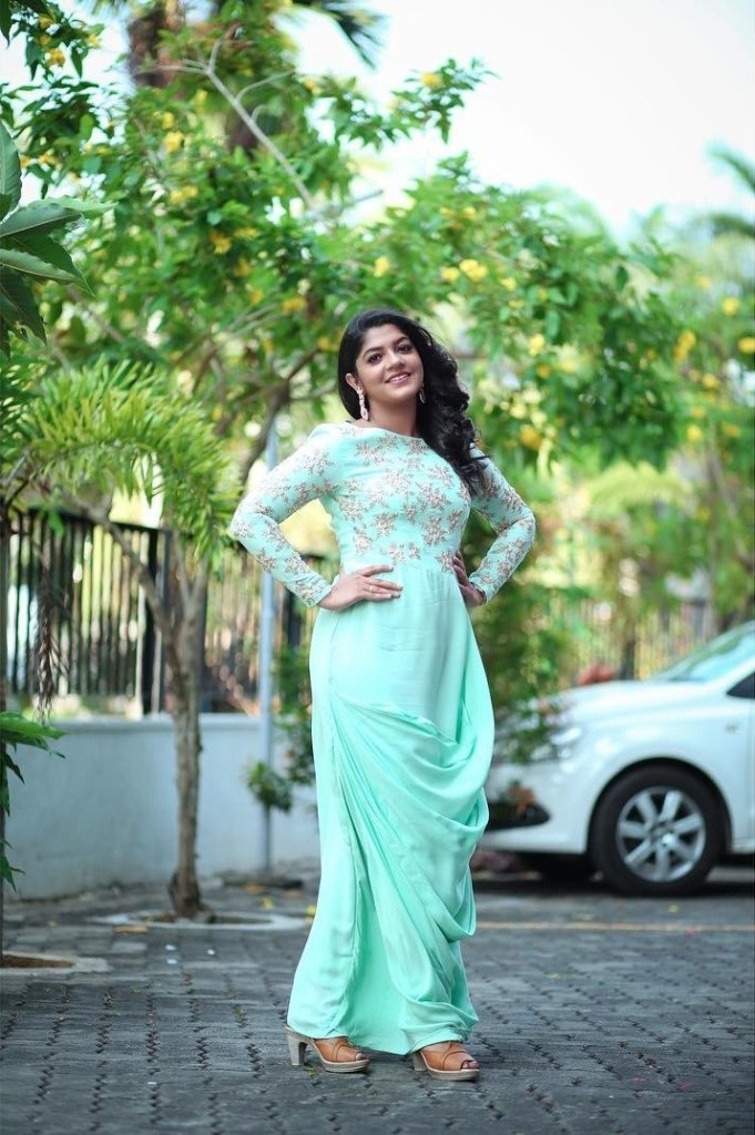 53+ Gorgeous Photos of Aparna Balamurali 96